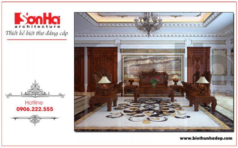 Chất liệu gỗ được sử dụng trong thiết kế nội thất cùng cách trang trí hoa văn phào chỉ tinh tế mang đến không gian phòng khách sang trọng cho biệt thự tại Hải Phòng