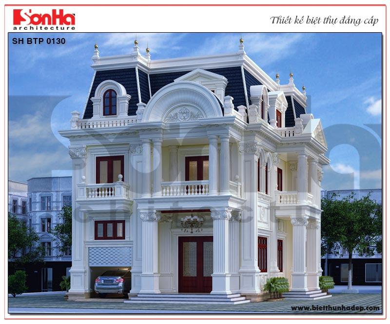 Sự kết hợp màu sắc hài hòa đã giúp cho không gian ngoại thất của mẫu biệt thự tân cổ điển đẹp 3 tầng trở nên vô cùng bắt mắt