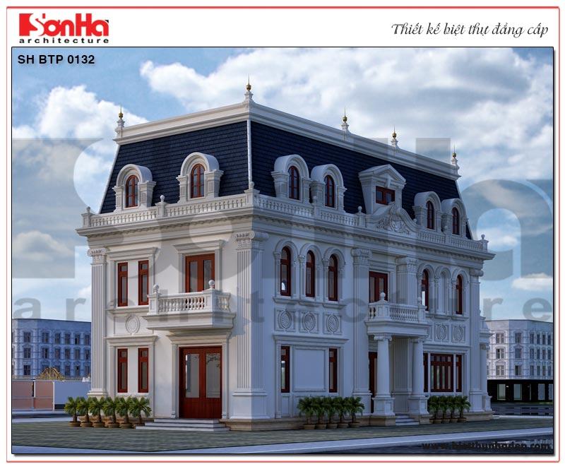 Kiến trúc mặt sau ngôi biệt thự cũng được đầu tư thiết kế tinh tế không kém