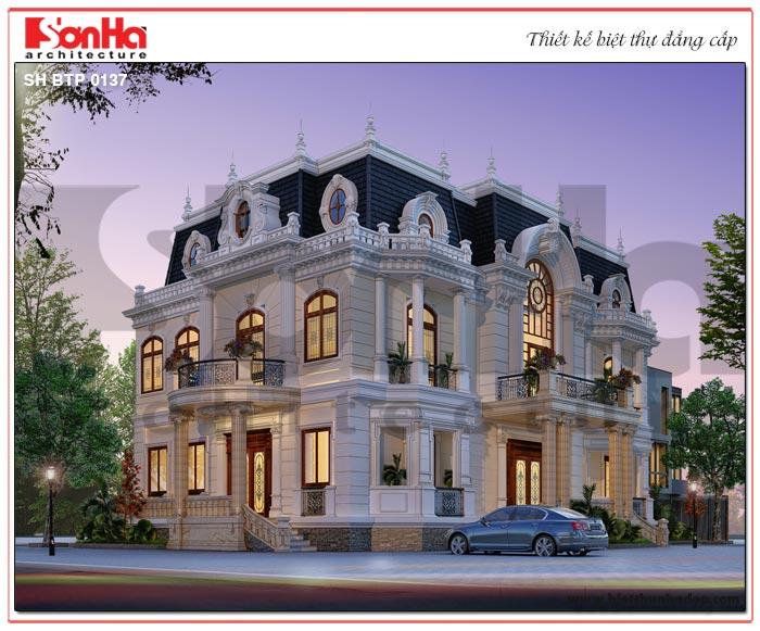 Công trình biệt thự 3 tầng phong cách cổ điển Châu Âu được xây dựng trên khu đất 19,97m x 11,74m xa hoa, lộng lẫy mà ai đi qua cũng phải ngoái nhìn