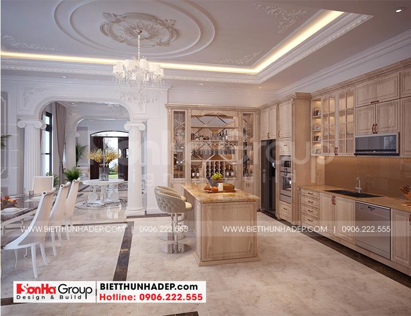 Ngắm nhìn mẫu thiết kế nội thất phòng bếp bằng gỗ đẹp cho biệt thự tân cổ điển được thiết kế khoa học, có bàn đảo tiện ích cho người sử dụng