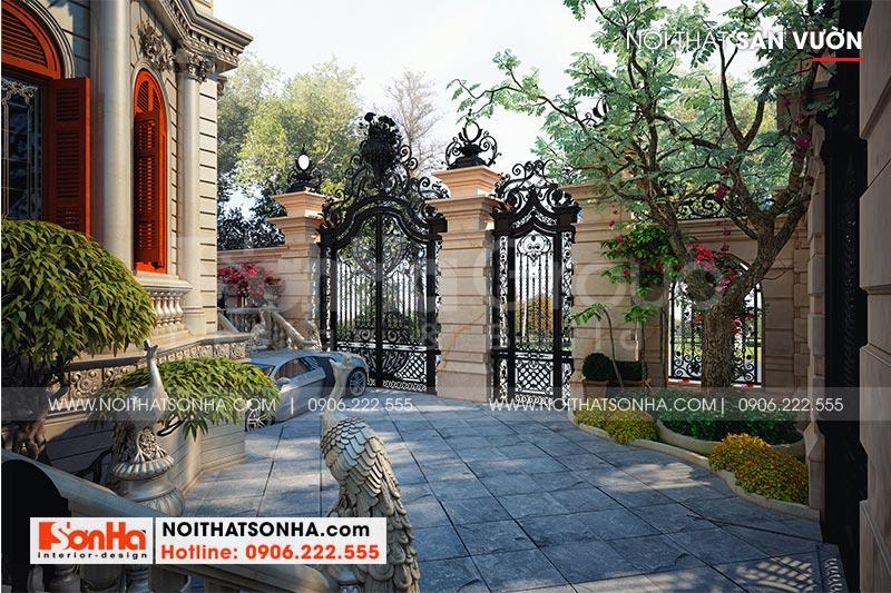 Không gian sân vườn thoáng đãng và quy mô của biệt thự lâu đài 4 tầng đẹp tại Hà Nội