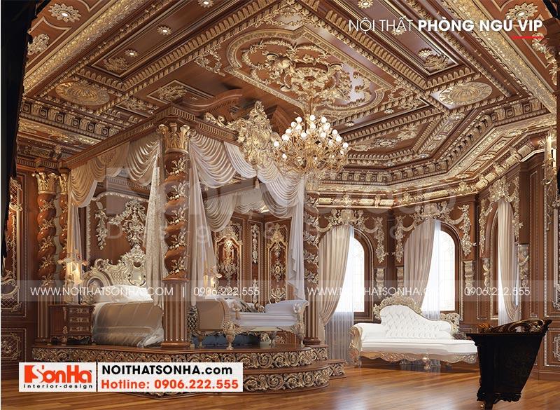 Chắc hẳn bạn có cảm giác như đang bước vào chốn cung điện khi chiêm ngưỡng căn phòng ngủ xa hoa này của biệt thự lâu đài