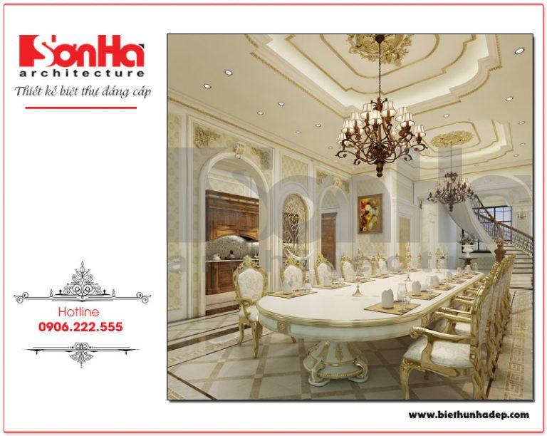 Khu vực phòng bếp ăn biệt thự được bày trí đẹp mắt với thiết kế nội thất bàn ghế ăn dài mang phong cách vương giả, đáp ứng được cả những bữa tiệc có lượng khách đông đảo